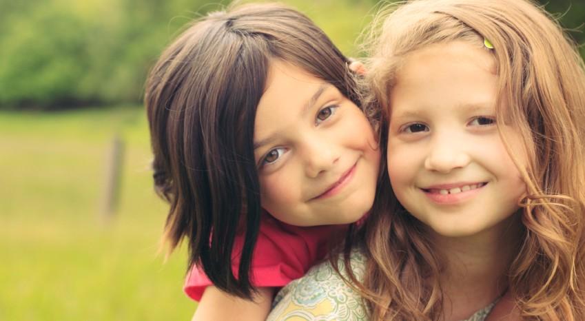 O que todos queremos é que os nossos filhos sejam felizes, agora e sempre. Todos tentamos criar crianças mais felizes