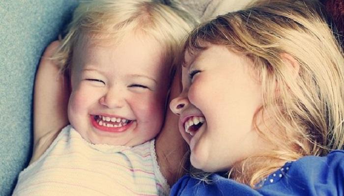 educar os filhos para o riso