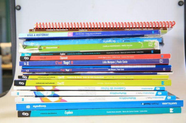 manuais escolares gratuitos